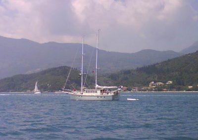 twomastmotoryacht